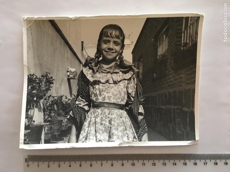 FOTO. NIÑA CON DISFRAZ. FOTÓGRAFO ANÓNIMO. H. 1960? (Fotografía - Artística)