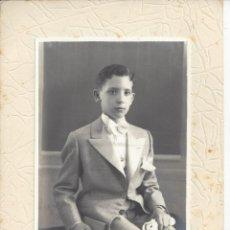 Fotografía antigua: FOTO COMUNION NIÑO. AÑOS 50. Lote 156896606