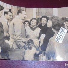 Fotografía antigua: ANTIGUA FOTOGRAFIA 1962 , LOCUTOR JOAQUIN SOLER SERRANO . CAPELLA FOTOGRAFO BARCELONA 18X12 CM. . Lote 156985962