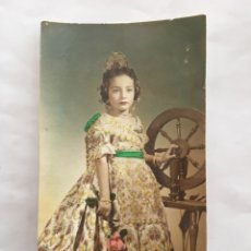 Photographie ancienne: FOTO. NIÑA DE VALENCIANA. FOTÓGRAFO J. LLOPIS. VALENCIA, 1957. Lote 157353400