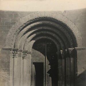 Santa Eugènia de Berga. Iglesia. Puerta conjunto 18x24 cm