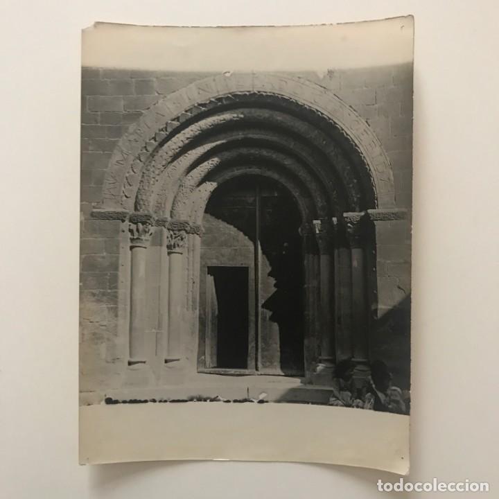 Santa Eugènia de Berga. Iglesia. Puerta conjunto 18x24 cm - 158237622