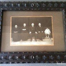 Fotografía antigua: FOTOGRAFÍA MUJERES HOMBRE Y NIÑA DE PUEBLO 1931 ENMARCADA. Lote 158553930