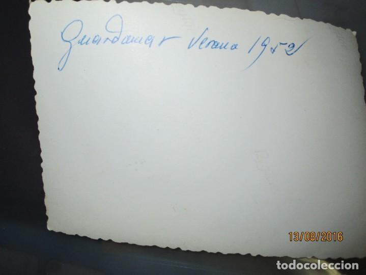 Fotografía antigua: GUARDAMAR ALICANTE EQUIPO FUTBOL DE LA OJE juegos academia ONESIMO REDONDO POST GUERRA CIVIL - Foto 2 - 158880342