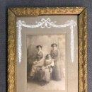 Fotografía antigua: FOTOGRAFÍA ANTIGUA. J. DERREY. RETRATO ESTUDIO. TRES HERMANAS (H.1900?). Lote 159281374