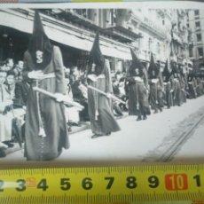 Fotografía antigua: FOTO ANTIGUA SEMANA SANTA BILBAO 1947 REAL COFRADIA DE NUESTRO PADRE JESUS NAZARENO. Lote 159337246