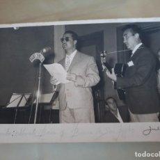 Fotografía antigua: CONCURSO MUSICAL EN RADIO SEVILLA - ESCRITA - ANTIGUA FOTOGRAFÍA - 12 X 18 CMS. - AÑO 1959. Lote 159812054
