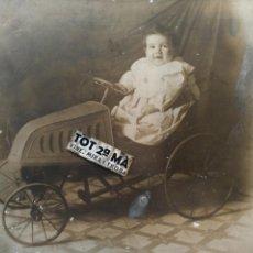 Fotografía antigua: BONITA FOTOGRAFIA NIÑO EN COCHE DE PEDALES. Lote 159946752