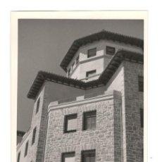 Fotografía antigua: FOTOGRAFÍA ORIGINAL: DETALLE DEL HOTEL CARLOS V, FUENTERRABÍA (GUIPÚZCOA) 16'5X10. Lote 160288666