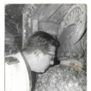 Fotografía antigua: 2150-EXTRAORDINARIA FOTOGRAFIA ANTIGUA- MILITAR EN SANTIAGO DE COMPOSTELA BESANDO AL SANTO. Lote 160610358