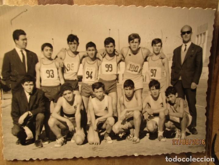 OJE MANDO EQUIPO ATLETISMO ACADEMIA ONESIMO REDONDO EN ALICANTE 1965 CIUDAD DEPORTIVA (Fotografía - Artística)