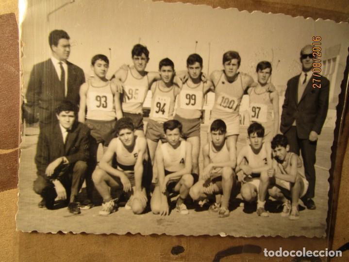Fotografía antigua: OJE MANDO EQUIPO ATLETISMO ACADEMIA ONESIMO REDONDO EN ALICANTE 1965 CIUDAD DEPORTIVA - Foto 3 - 160706294