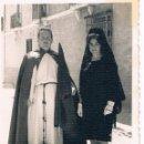 Fotografía antigua: NAZARENO Y CLAVARIESA. TARAZONA DE LA MANCHA. ABRIL 1960. Lote 160740546