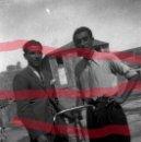 Fotografía antigua: FABARA ZARAGOZA. DOS PAISANOS .AÑO 1954 ANTIGUO NEGATIVO ORIGINAL 9 X 6 CM. Lote 160931750
