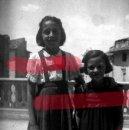 Fotografía antigua: FABARA ZARAGOZA. NIÑAS 1954 ANTIGUO NEGATIVO ORIGINAL 9 X 6 CM. Lote 160947134