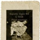Fotografía antigua: PEQUEÑO RETRATO MUY SOLEMNE. POSIBLE POST MORTEM. C. 1950.. Lote 160962294