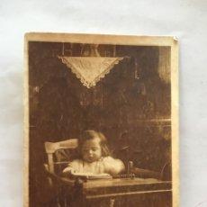 Fotografía antigua: FOTO. BEBE EN SU TRONA. FOTÓGRAFO? H. 1925?.. Lote 162045252