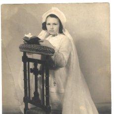 Fotografía antigua: 2150-EXTRAORDINARIA FOTOGRAFIA ANTIGUA- UNA NIÑA DE COMUNION - FOTO -F. BERNARD -Mª DE FOCH - VICHY. Lote 163979458