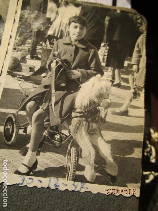 Fotografía antigua: ANTIGUO ALBUM FOTOS ALICANTE Y ELDA 49 FOTOGRAFIAS EN FIESTAS PLAYA ATRACCION ETC - Foto 2 - 164636546