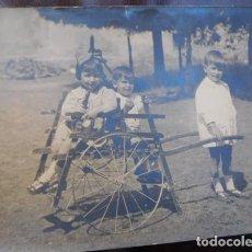 Fotografía antigua: FOTOGRAFIA ARTÍSTICA.- LOCOMOCIÓN INFALTIL, 24 X 18 CM. SIN FIRMA DE ESTUDIO.. Lote 164740826