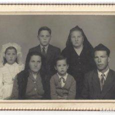 Fotografía antigua: FOTOGRAFÍA FAMILIA. FOTO ESTUDIO PACO. IGUALADA. BARCELONA- 1954. Lote 165216858