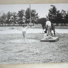 Fotografía antigua: FOTO AÑOS 50/60; EN LA ERA TRILLANDO. Lote 165780558