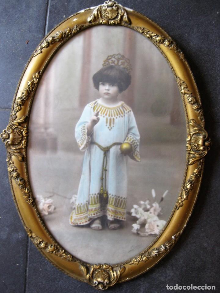 PRECIOSA FOTOGRAFIA ILUMINADA S. CARRERAS MATARO AÑO 1930 . NIÑA 53/38 CM MARCO OVALADO DORADO FOTO (Fotografía - Artística)
