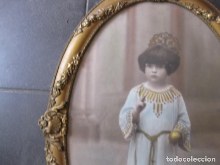 Fotografía antigua: preciosa fotografia iluminada s. carreras Mataro año 1930 . niña 53/38 cm marco ovalado dorado foto - Foto 4 - 166025682