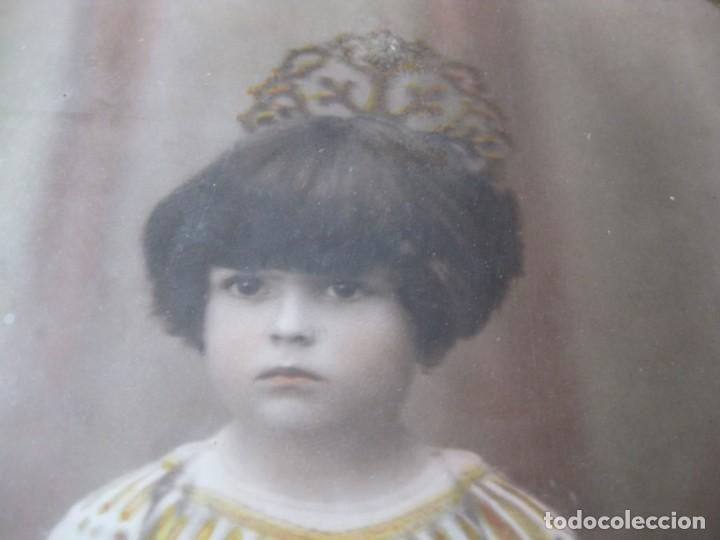 Fotografía antigua: preciosa fotografia iluminada s. carreras Mataro año 1930 . niña 53/38 cm marco ovalado dorado foto - Foto 10 - 166025682