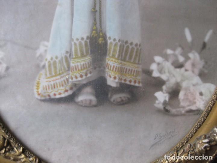 Fotografía antigua: preciosa fotografia iluminada s. carreras Mataro año 1930 . niña 53/38 cm marco ovalado dorado foto - Foto 11 - 166025682