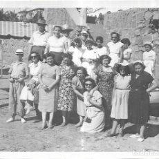 Fotografia antiga: == C188 - FOTOGRAFIA - GRUPO DE AMIGOS EN PEÑISCOLA 1951. Lote 166538482