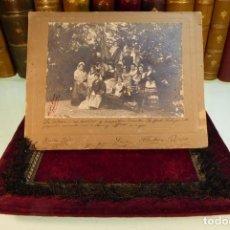Fotografía antigua: PRECIOSA FOTOGRAFÍA DE GRUPO DE TEATRO O SIMILAR. FIRMADA Y DEDICADA AL DIRECTOR RAFAEL SALAZAR.1901. Lote 167494300