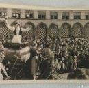Fotografía antigua: FOTOGRAFÍA DE MULTITUD DE GENTE VIENDO DESFILE FESTIVO ALEMÁN AÑOS 30/40.. Lote 167987518