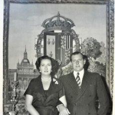 Fotografía antigua: FOTOGRAFIA DON JUAN DE BORBON Y DOÑA MARIA,PADRES REY JUAN CARLOS I Y ABUELOS FELIPE V,1953,FIRMADA. Lote 168461592