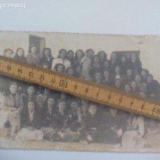Fotografía antigua: ANTIGUA FOTOGRAFIA MUJERES O CHICAS EJERCICIOS ESPIRITUALES 1951 HINOJOSA DEL DUQUE ? FOTO PHOTO. Lote 168720784