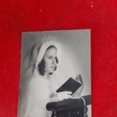 Fotografía antigua: FOTO NIÑA VESTIDA DE COMUNIÓN 14 X 9. Lote 168841097