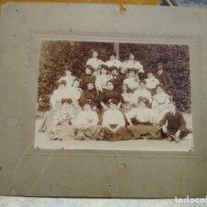 Fotografía antigua: FOTOGRAFÍA GRUPO DE JÓVENES, INSTITUTO O SIMILAR. 26 X 21 CM NO FIGURA FOTÓGRAFO.. Lote 171051785
