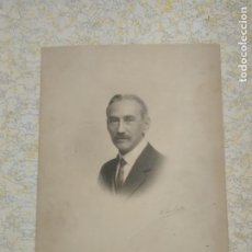 Fotografía antigua: FOTOGRAFÍA CABALLERO, PERSONAJE ?? FIRMADA POR KAULAK 21 X 15 CM. Lote 171053499