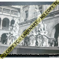 Fotografía antigua: FALCONS - CASTELLERS ACROBÀTICS DE BARCELONA - CATALUNYA AÑOS 50 - ORIGINAL. Lote 171069745