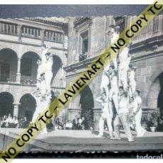 Fotografía antigua: FALCONS - CASTELLERS ACROBÀTICS DE BARCELONA - CATALUNYA AÑOS 50 - ORIGINAL. Lote 171069755
