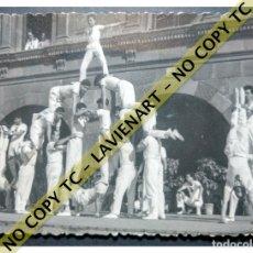 Fotografía antigua: FALCONS - CASTELLERS ACROBÀTICS DE BARCELONA - CATALUNYA AÑOS 50 - ORIGINAL. Lote 171069787