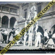 Fotografía antigua: FALCONS - CASTELLERS ACROBÀTICS DE BARCELONA - CATALUNYA AÑOS 50 - ORIGINAL. Lote 171069839