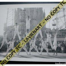 Fotografía antigua: FALCONS - CASTELLERS ACROBÀTICS DE BARCELONA - CATALUNYA AÑOS 50 - ORIGINAL TIBIDABO. Lote 171069995