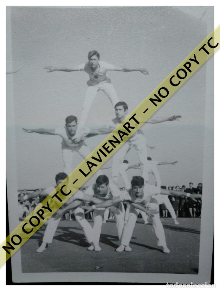 Fotografía antigua: FALCONS - CASTELLERS ACROBÀTICS DE BARCELONA - CATALUNYA AÑOS 50 - ORIGINAL - Foto 2 - 171070092