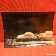 Fotografía antigua: NEVADA MADRID COCHES SEAT FIAT SEISCIENTOS Y OTROS CALLE VIZCAYA DELICIAS REPUESTOS DOMINGUEZ 1965. Lote 172429937