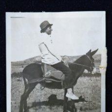 Fotografía antigua: ANTIGUA FOTOGRAFÍA SEÑORITOS MONTANDO AL BURRICO. Lote 172618064