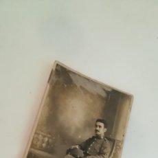 Fotografía antigua: FOTOGRAFÍA JOVEN MILITAR DE UNIFORME. GABINETE CELEDONIO LÓPEZ, MADRID. Lote 172786089