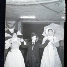 Fotografía antigua: VALENCIA FALLAS 1962 CARNAVAL DISFRACES FOTO BETETA. Lote 172833094