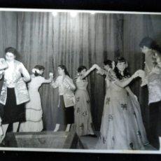 Fotografía antigua: VALENCIA 1953 FALLAS CARNAVAL DISFRACES FOTO PÉREZ APARISI. Lote 172833242