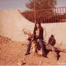 Fotografía antigua: == NA837 - FOTOGRAFIA - JOVEN CON UN PERRITO. Lote 173426698